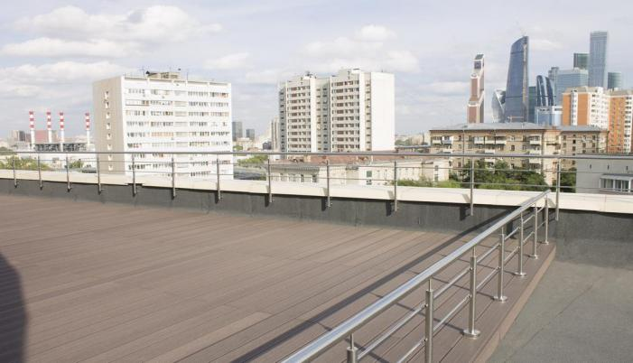 Терраса на кровле с видом на Москва-сити
